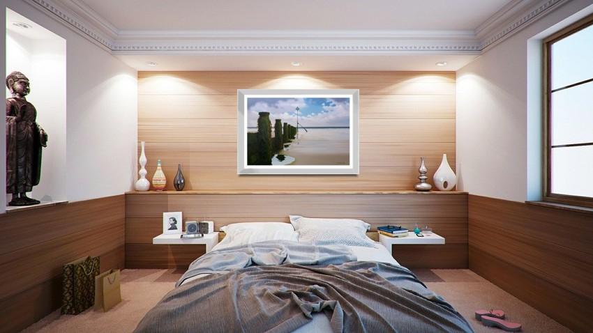 Low Tide in a bedroom setting
